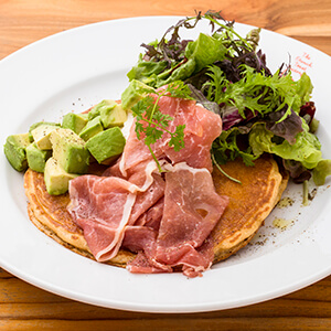 Raw ham & Avocado & Cream cheese whip Pancake